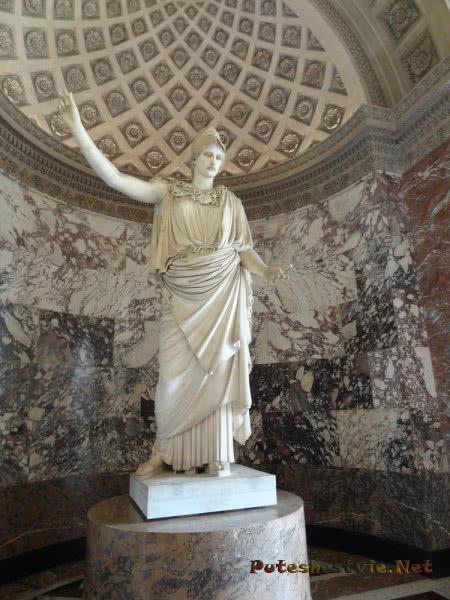 Античная статуя в Лувре