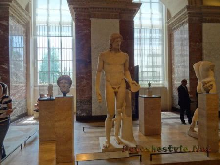 Статуи античности экспонаты Лувра