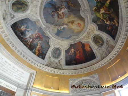 Овальная зала Лувра