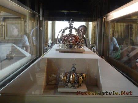 Короны королей Франции в музее Лувра