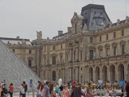 Часть комплекса Лувр
