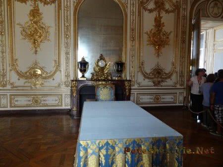 Обеденный стол Людовика Четырнадцатого в Версале