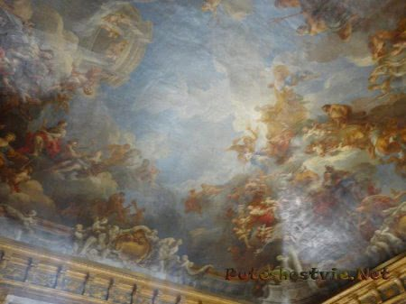 Расписанный потолок зала Версаля