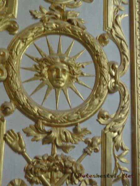 Узор на дверях Дворца Версаль