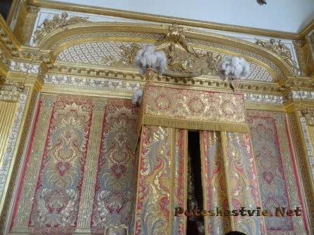 Кровать короля Людовика Четырнадцатого в Версале