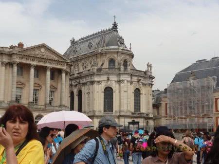 Часть зданий Версаля на реставрации