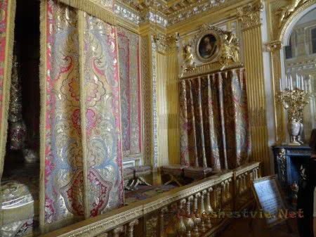 Интерьер королевской спальни Версаля