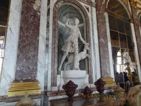 Статуя Дианы охотницы в Версале