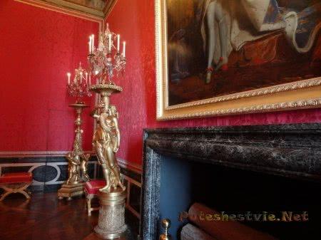 Огромные золоченые подсвечники в Версале