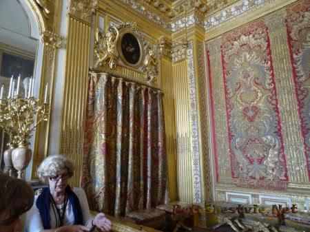 Гид рассказывает о жизни в Версале