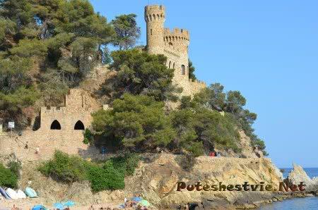 Готический замок на испанском пляже Ллорет-де-Мар