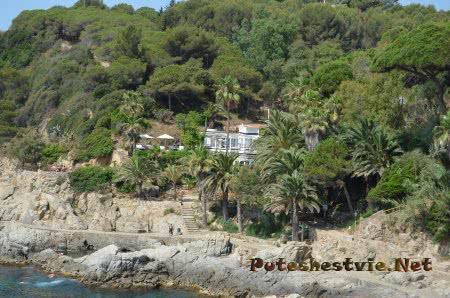 Маленький отель в Ллорет-де-Мар на берегу моря
