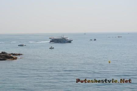 Катер Нептун катающий туристов