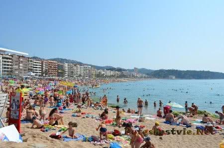 Песчаный пляж Ллорет-де-Мар