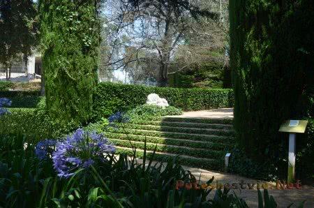 Тенистый уголок Сада Святой Клотильды в Ллорет-де-Мар