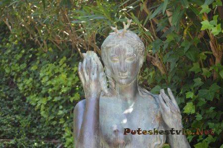 Русалка среди зелени Садов Святой Клотильды Ллорет-де-Мар