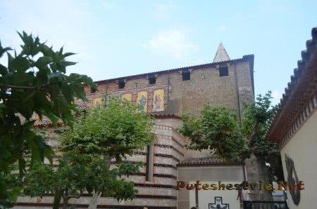 Вид на стену церкви Ллорет-де Мар