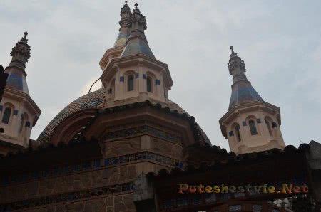 Красивые башенки в церкви Ллорет-де-Мар