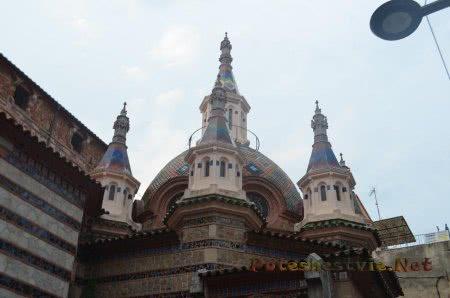 Купола церкви в Ллорет-де-Мар