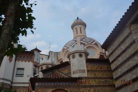 Изящные стены церкви Ллорет-де-Мар