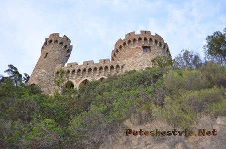 Стены замка на берегу в Ллорет-де-Мар