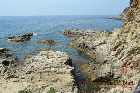 Интересные формы скал побережья Коста Брава