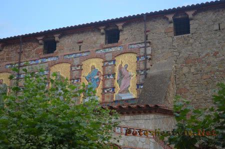 Святые проповедники на стене церкви Ллорет-де-Мар