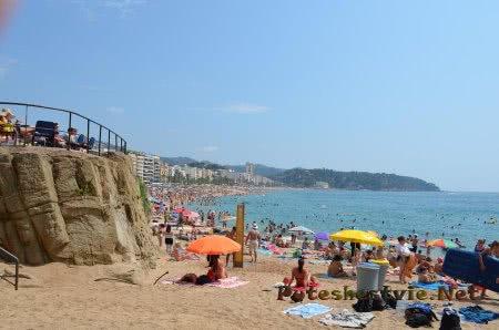 Многолюдность пляжа в Ллорет-де-Мар