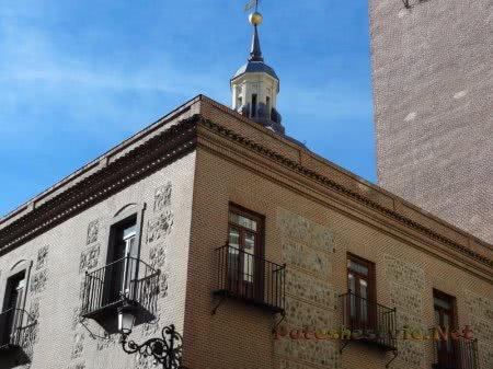 Здание с башней в Мадриде