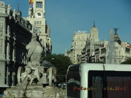 Фонтан на улице Мадрида