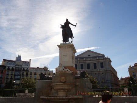 Скульптурная группа в Мадриде