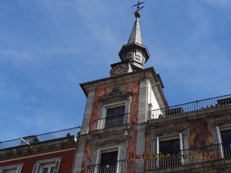 Часовая башенка Каса Панадерия Мадрида