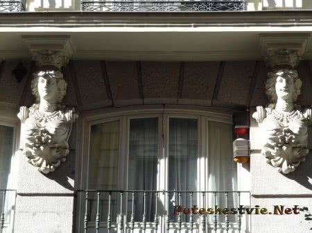 Красивый декор здания в Мадриде