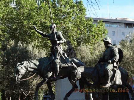 Скульптуры Дон Кихота и Санчо Пансы в Мадриде