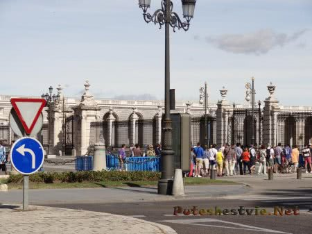 Туристическая группа в Мадриде