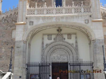 Арка входа в собор Мадрида
