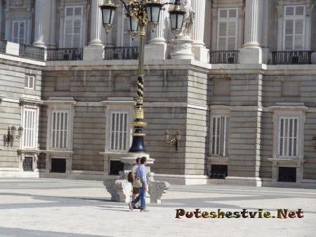 Двор Королевского дворца Мадрида
