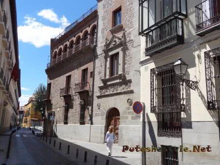 Ажурные кованные решетки зданий в Мадриде