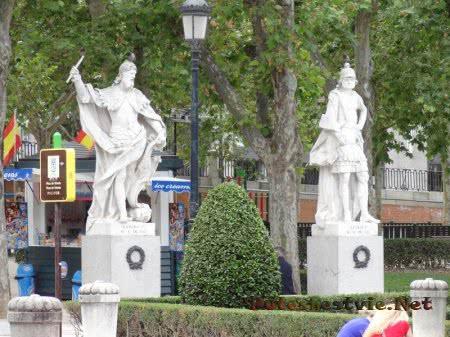 Статуи испанских королей в Мадриде