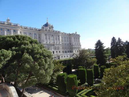 Сады перед Королевским дворцом Мадрида
