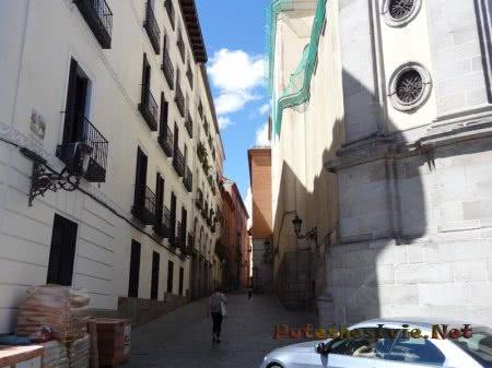 Узкие и тихие улицы испанской столицы