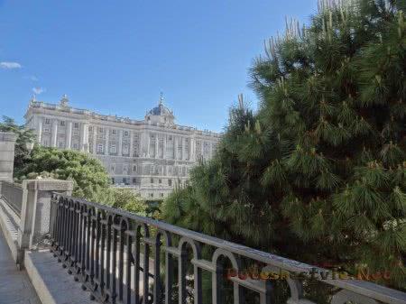 Вид на Королевский дворец Мадрида