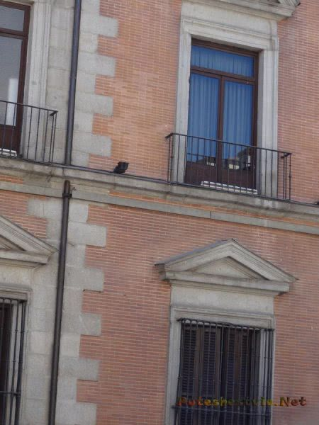 Миниатюрные балкончики в Мадриде
