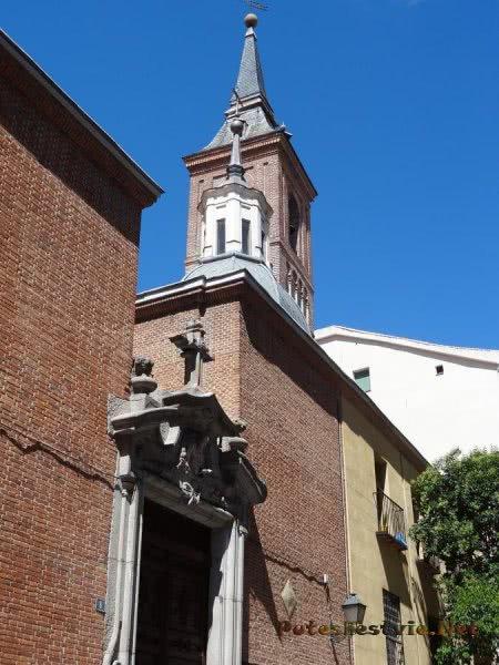 Вход в католический собор в Мадриде