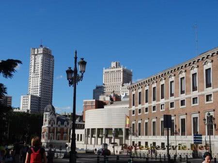 Разнообразие зданий в Мадриде