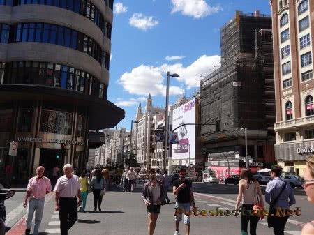 Оживленная мадридская улица