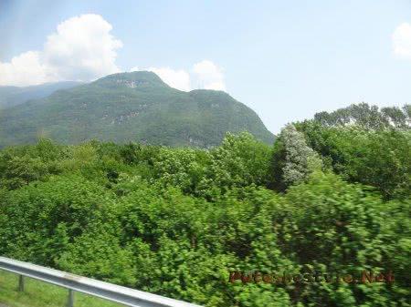 Изумрудная зелень швейцарских Альп