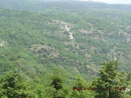 Водопады стекающие с горных вершин Альп