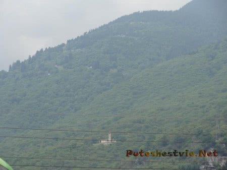 Здание монастыря высоко в горах