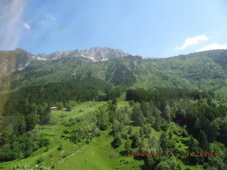 Маленькие горные шале в Швейцарии